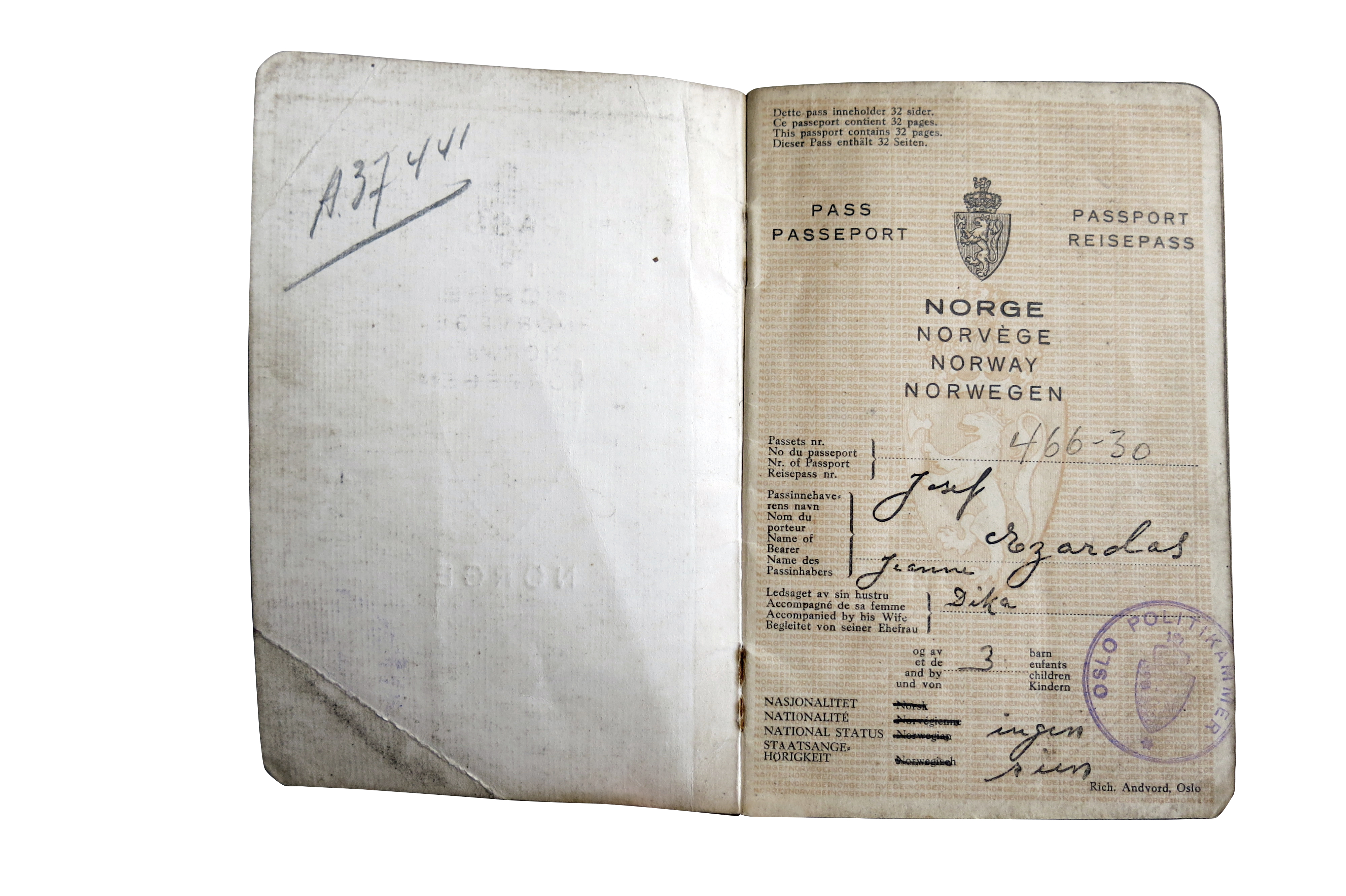 Czardas Josef S Passport Nationality None The Norwegian Center For Holocaust And Minority Studies